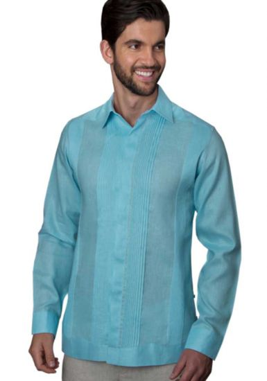 No pocktes with Pleats Guayabera Slim Fit. High Quality Shirt. Linen Premium. Double Eyelet for use Cufflinks. Aqua Color. Back Orders or Demand.