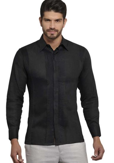 No pocktes with Pleats Guayabera Slim Fit. High Quality Shirt. Linen Premium. Double Eyelet for use Cufflinks. Black Color. Back Orders or Demand.