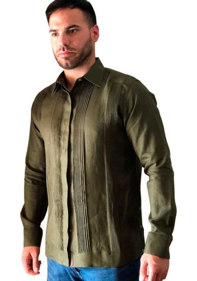 No pocktes with Pleats Guayabera Slim Fit. High Quality Shirt. Linen Premium. Double Eyelet for use Cufflinks. Olive Color. Back Orders or Demand.