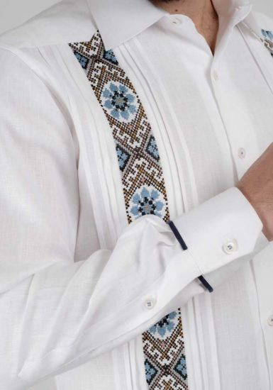 Trending Guayabera. Embroidery Guayabera Slim Fit. Linen 100 %. Elegant Guayabera for Destination Wedding. White/Blue Color. Back Orders or Demand.